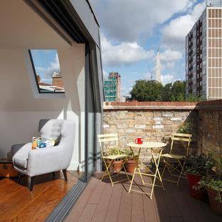 Réalisation d'une terrasse design avec des solutions pour vis-à-vis et aucune couverture.