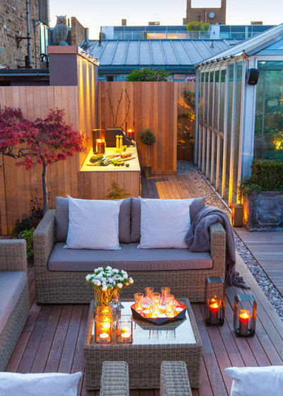 Contemporary Deck by The Garden Builders