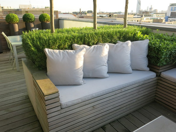 Contemporary Terrace by Charlotte  Rowe Garden Design