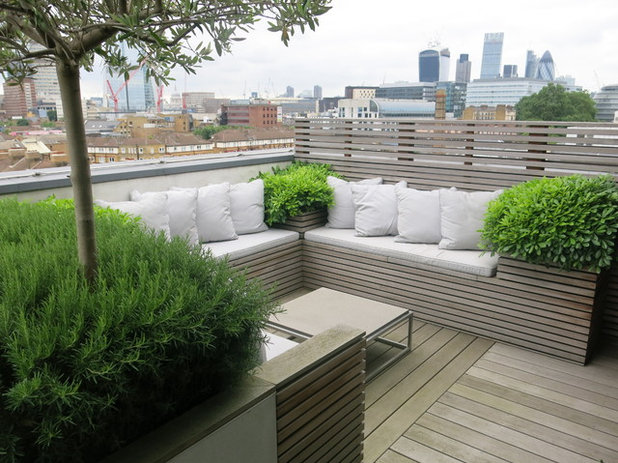 Contemporain Terrasse en Bois by Charlotte  Rowe Garden Design