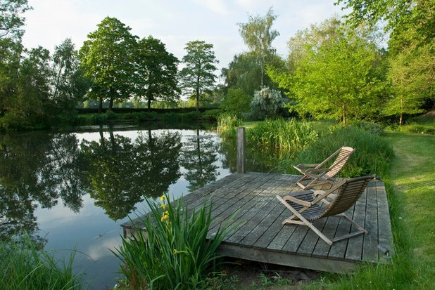 Rustic Deck by Society of Garden Designers (SGD)