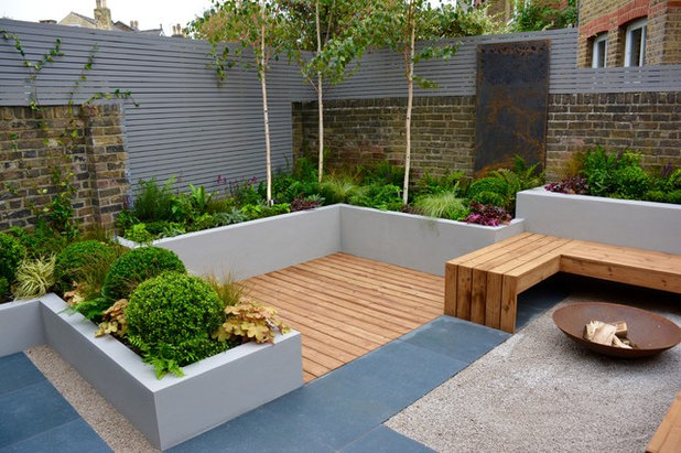 Contemporary Terrace by Tom Howard Garden Design and Landscaping