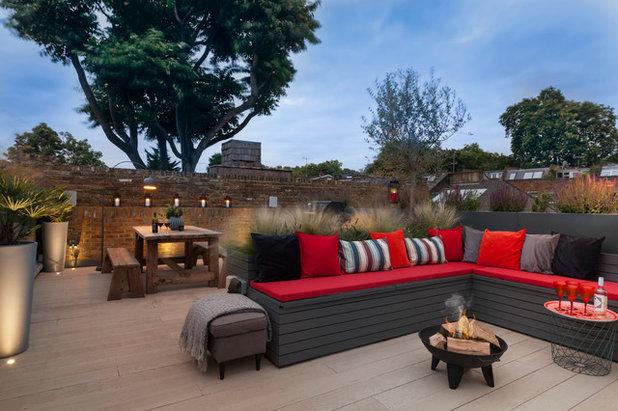 Contemporary Terrace by Georgia Lindsay Garden Design