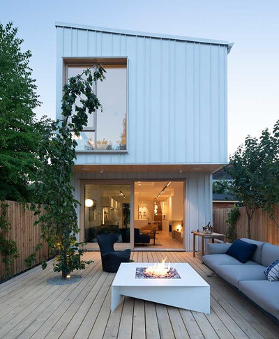 Contemporary Terrace & Balcony by Paloform UK