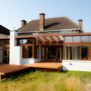 Idee per una terrazza contemporanea di medie dimensioni e dietro casa con un tetto a sbalzo