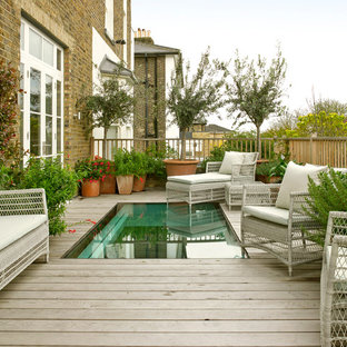Inspiration for a transitional deck remodel in London
