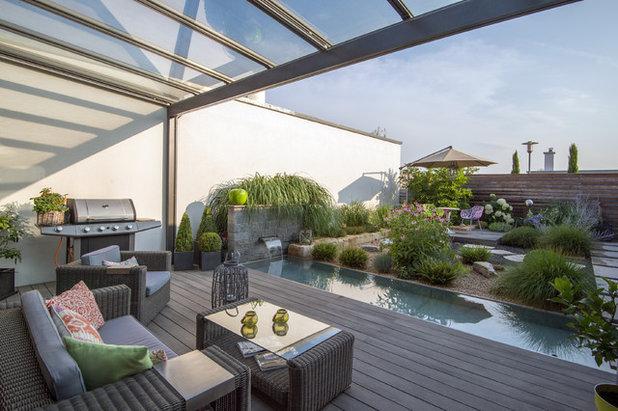 Contemporary Terrace by Niedermaier Gärten & Freiräume