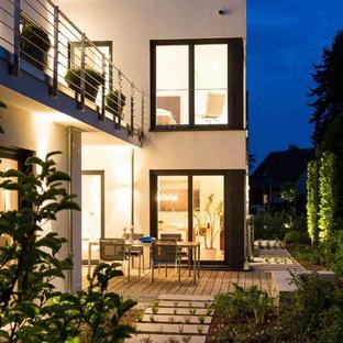 Unbedeckte, Mittelgroße Moderne Terrasse hinter dem Haus mit Steg in Sonstige