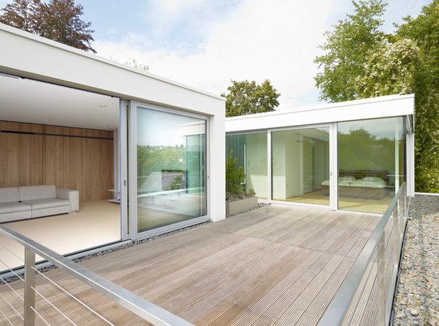 Modern Terrasse by Christ.Christ. associated architects GmbH