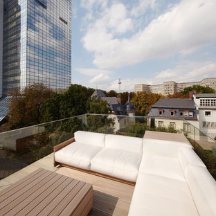 Inspiration for a small scandinavian rooftop deck remodel in Frankfurt with no cover