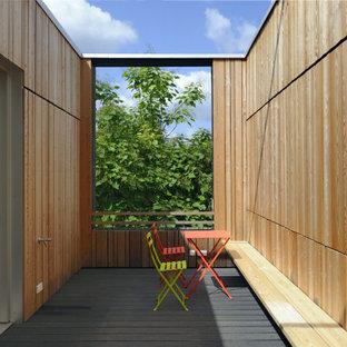 Deck skirting - large scandinavian rooftop deck skirting idea in Stuttgart