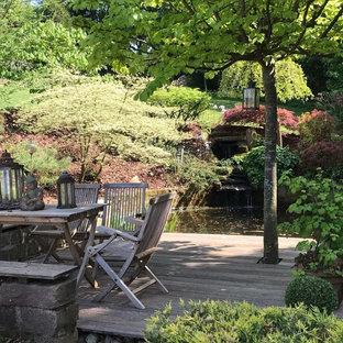 Unbedeckte Klassische Terrasse hinter dem Haus mit Wasserspiel in Sonstige