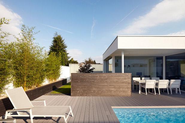 Contemporary Terrace by Lioba Schneider  |  Architekturfotografie