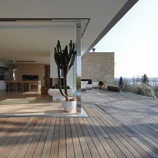 Inspiration for a scandinavian rooftop deck remodel in Munich