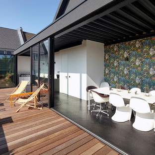Mid-sized contemporary rooftop deck in Cologne with no cover and with dock.