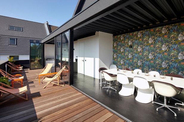 Modern Terrasse by Lioba Schneider  |  Architekturfotografie