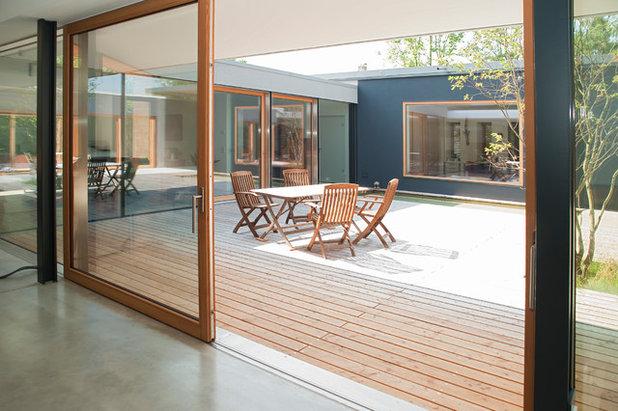 Modern Terrasse by FENESTRA