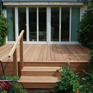 Example of a small danish side yard deck design in Berlin with no cover