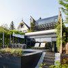 Ein Holzhäusle im Schrebergarten mit Wienerwald-Blick