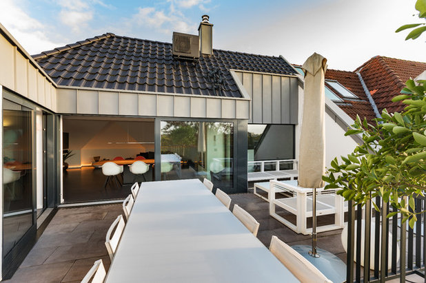 Modern Terrasse by ONE!CONTACT-Planungsbüro GmbH