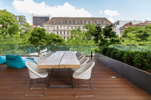 Contemporary Deck by Crownhill Interieur