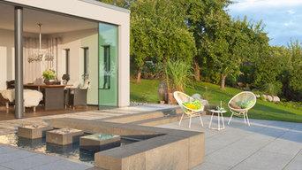 Moderne Designelemente im Garten