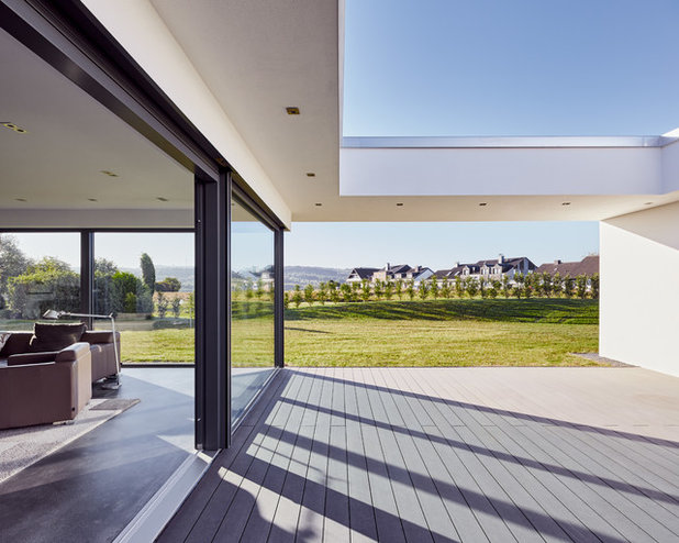 Modern Terrasse by Zimmerei Werner Lüddecke