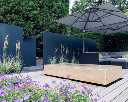 moderne terrasse mit wasserspiel ideen design bilder. Black Bedroom Furniture Sets. Home Design Ideas