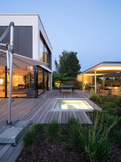Mittelgroße, Unbedeckte Moderne Terrasse Hinter Dem Haus Mit Outdoor Küche  In Stuttgart