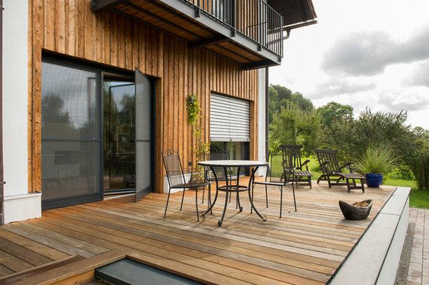 Rustikal Terrasse by BAYERWALD - Fenster Haustüren GmbH