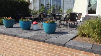Terrasse mit Steinfließen