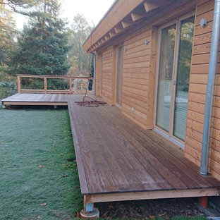 Example of a small danish backyard deck design in Berlin with no cover