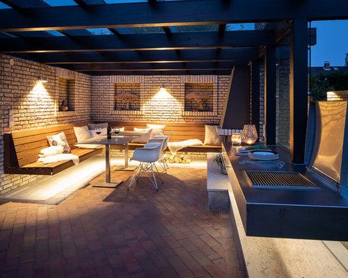 Große Moderne Terrasse Hinter Dem Haus Mit Outdoor Küche Und Pergola In  Bremen
