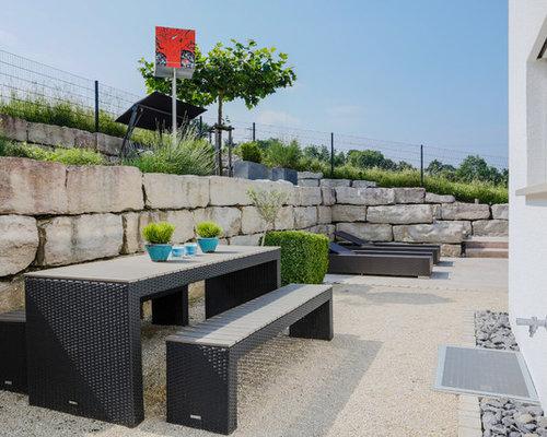 Unbedeckte terrasse neben dem haus ideen f r die for Modernes haus terrasse