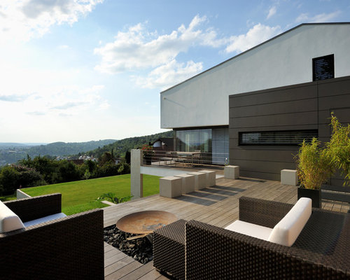 moderne terrasse mit feuerstelle ideen f r die. Black Bedroom Furniture Sets. Home Design Ideas