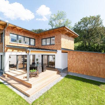 Weitläufiges Einfamilienhaus mit Holzschindelfassade