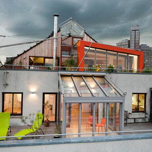 Große, Unbedeckte Industrial Dachterrasse mit Kübelpflanzen in Düsseldorf