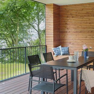Überdachte, Mittelgroße Moderne Terrasse hinter dem Haus
