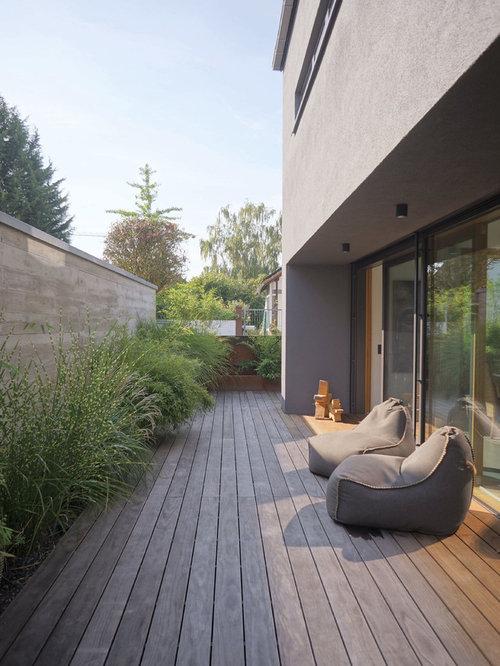 Schon Moderne Terrasse Neben Dem Haus In Sonstige.