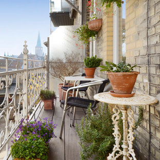 This is an example of a scandi terrace and balcony in Aarhus.