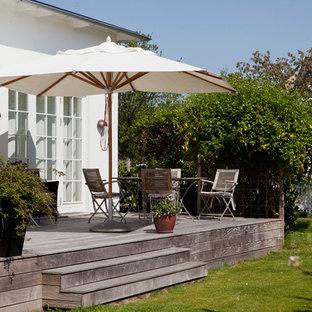 Idéer för vintage terrasser på baksidan av huset, med utekrukor