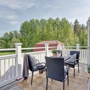 Foto på en mellanstor nordisk terrass på baksidan av huset