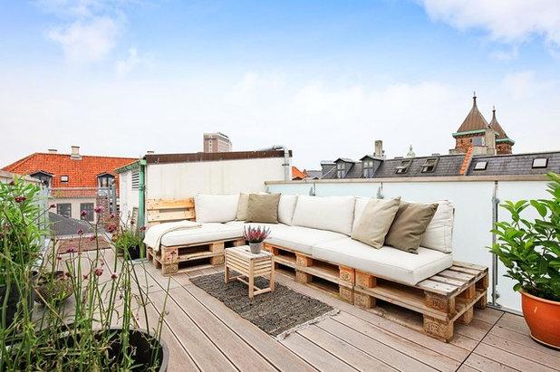 Shabby chic-inspireret Terrasse by Arkitektfirmaet Andreas Ravn