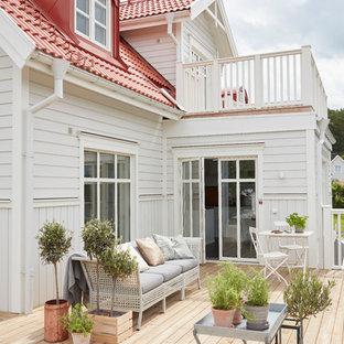 Idéer för att renovera en mellanstor skandinavisk terrass på baksidan av huset