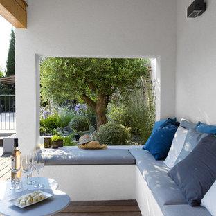 Cette image montre une terrasse arrière méditerranéenne de taille moyenne.
