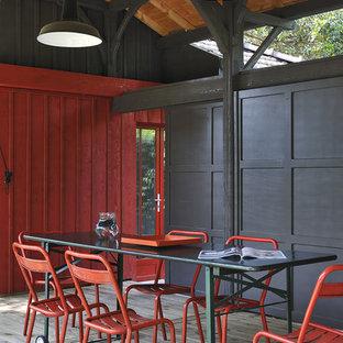 Idée de décoration pour une terrasse et balcon design de taille moyenne avec une extension de toiture.