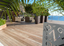 What wood is the decking? Thankyou