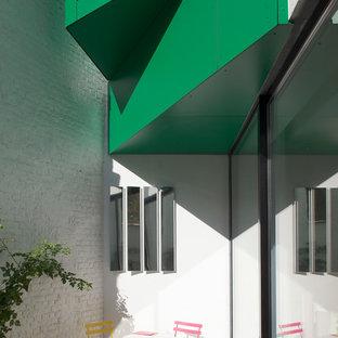 Exemple d'une petite terrasse tendance.
