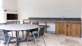 Cuisine d'été - Meuble bois massif et plan de travail béton