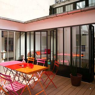 Cette photo montre une terrasse industrielle de taille moyenne avec une cour et aucune couverture.